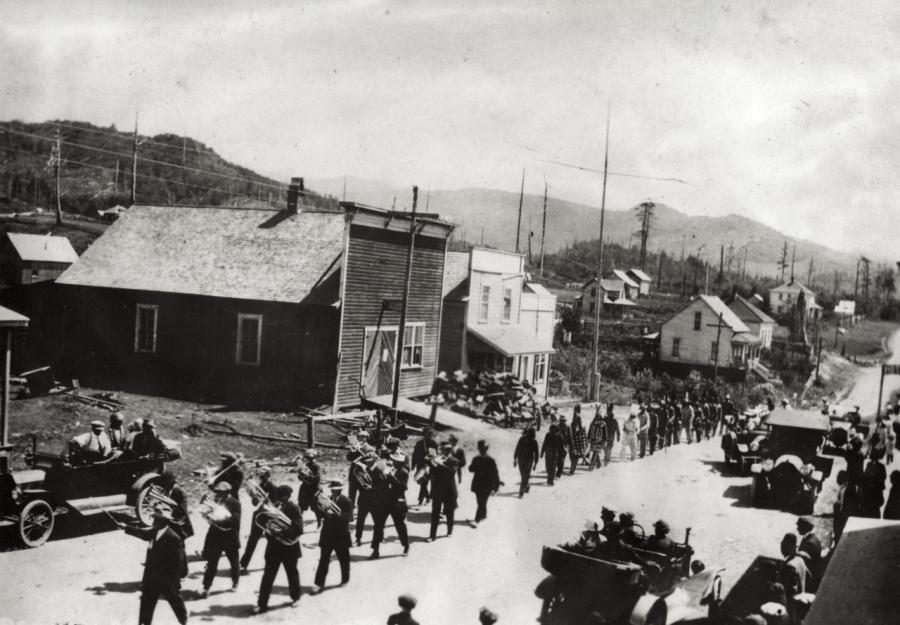 Fourth of July parade, Langlois, OR, c. 1916