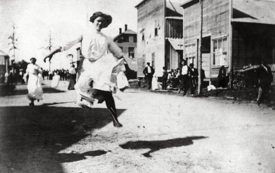 Ladies' race on July 4th, Langlois, OR, date unknown